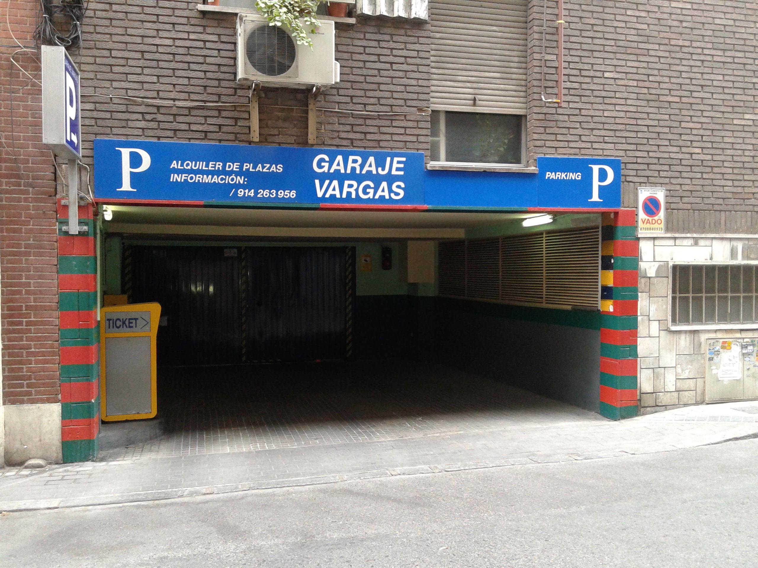 Vargas, 3 y 5. Garage Vargas